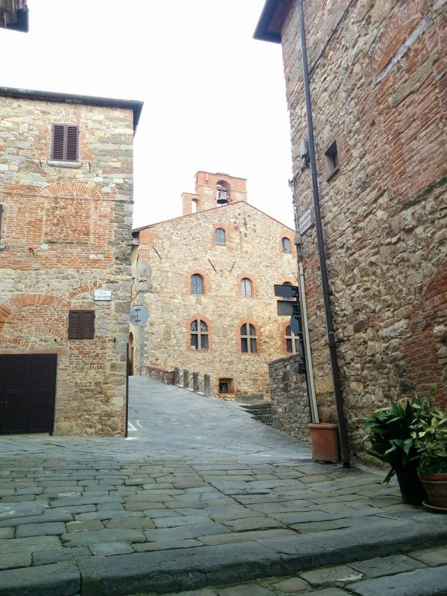 Winding roads in Monteriggioni